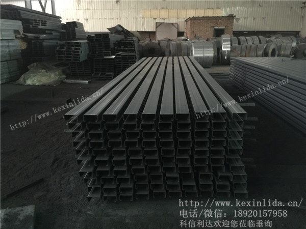 C型钢广泛用于钢结构建筑的檩条、墙梁、轻量型屋架、托架等建筑构件。此外,还可用于机械轻工制造中的柱、梁和臂等。长度可根据工程设计确定,但考虑到运输和安装等条件,全长一般不超过12米。 天津科信利达引进了十台世界上最先进的大型全自动数控冷弯生产线,主营的太阳能光伏支架、C型钢、Z型钢、镀锌C型钢等冷弯产品,得到了众多公司的认可和支持。随着投资下滑及环保因素的影响,2014年我国粗钢的产能利用率将出现明显上升。与此同时,矿石等原材料的价格也是易跌难涨,钢铁行业的生存环境有所好转,行业利润将出现攀升。也就是说钢